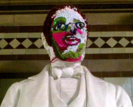 esther-roper-crochet-mask-in-manchester-town-hall-by-helen
