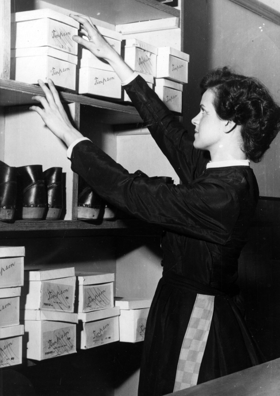 Jean Crossthwaite as Vicky in 'Hobson's Choice', Courtaulds textile factory drama club, 1950